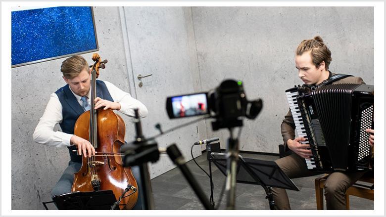 Die Musiker Caspar Wedel und Julius Schepansky