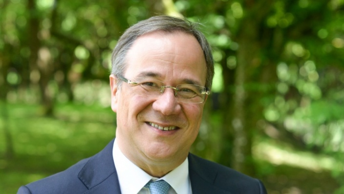 Armin Laschet gratuliert dem neuen Bischof von Mainz
